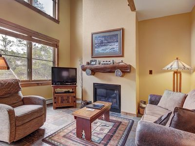 Large 2 Bedroom Townhome in the Exclusive Seasons Complex!