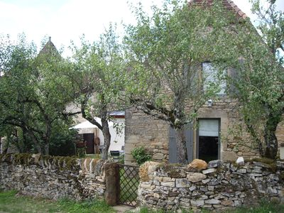 Photo for Typical Quercy farmhouse with comfortable and independent