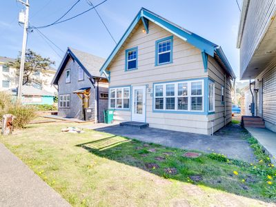 Photo for Dog-friendly home in the heart of town w/ entertainment & easy beach access
