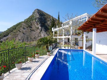 Villa Jelka, spacious villa with pool and breathtaking sea views from all rooms