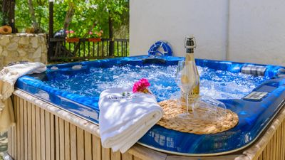 Photo for Fully-equipped villa with Jacuzzi, ideal for families