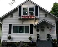 Caring Hostess, updated property with privacy, and great access to Lakeside events