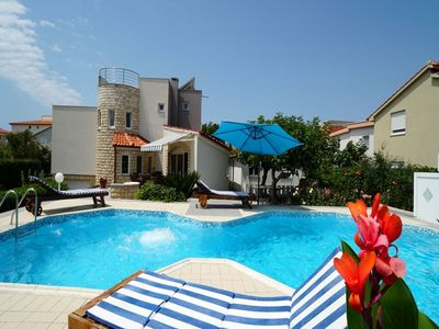 Photo for Beautiful villa with private swimming  pool, lovely garden, 80m from the beach