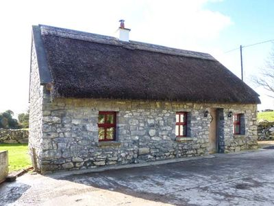 Photo for THE WELL HOUSE, pet friendly in Kinvara, County Galway, Ref 933690