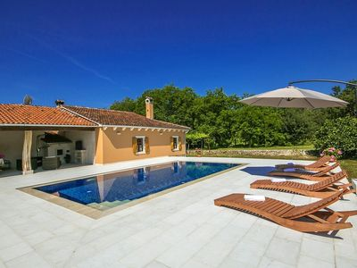 Photo for Ground floor semi-detached holiday home with pool in central Istria