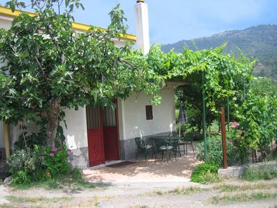 Photo for Frabinari: very nice situated rural sicilian farmhouse with pool.