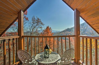 Above & Beyond Pigeon Forge Cabin w/ Prime Views! - Pigeon Forge