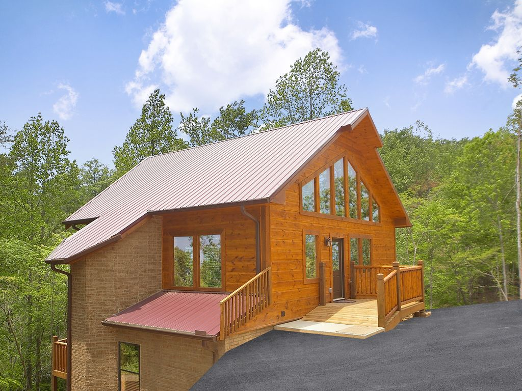 Luxury 2 bedroom gatlinburg cabin with 18 foot rain shower for 10 bedroom cabins in tennessee
