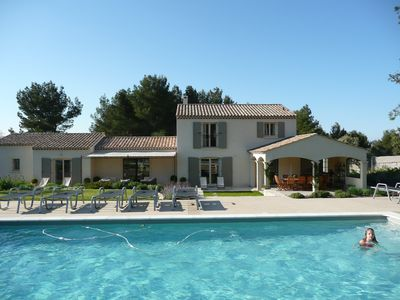 Photo for Superb et air-conditioned Provencal farmhouse, pool at the heart of the Alpilles