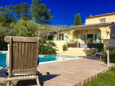 Photo for Luxurious villa with private swimming pool in quiet green resort, 3 km from Saint-Tropez