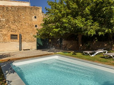 Photo for House with private garden, pool, jacuzzi and fireplace. Between Girona and Figueres.
