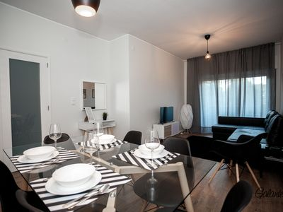 Photo for ★ New Listing 10 ‰ OFF ★ Downtown Luxury ★ FREE ST PARK ★ Balcony