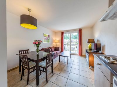 Photo for Cosy apartment for 6 people with WIFI, pool, TV, balcony and parking
