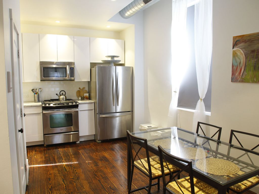 Spacious Apartment in Historic Old City Philadelphia