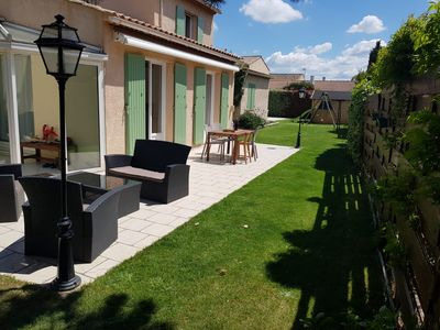 Photo for Provencal villa + pool, 20km from Aix en Provence
