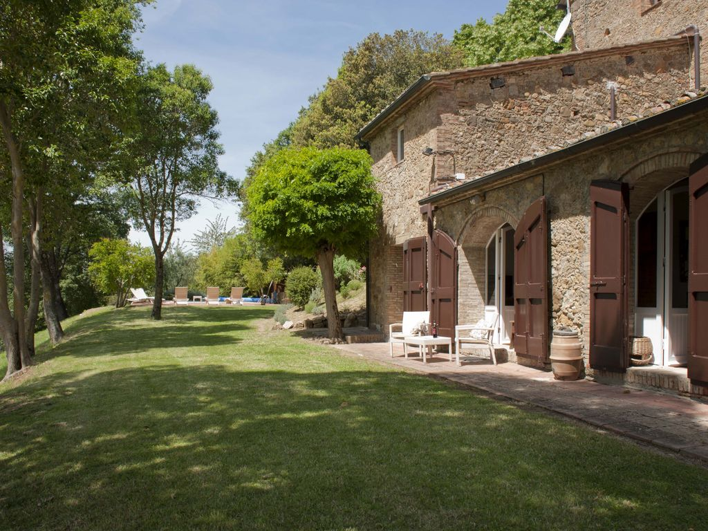 Delightful 5 Bedroom Tuscan House With Pool Modern Amenities Stunning Views