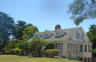 """Photo for Spacious six (6) Bedroom home in """"Beverly Hills"""" area of Glendale"""