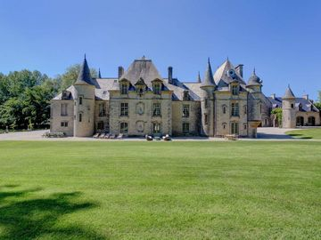 D'DAY LUXURY CHATEAU FOR RENT WITH POOL AND  TENNIS. SLEEPS 15
