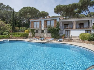 Photo for 6 bedroom Villa, sleeps 12 in Esclanyà with Pool and WiFi