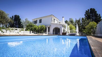 Photo for Luxury holiday villa with swimming pool and private beach just 100m away