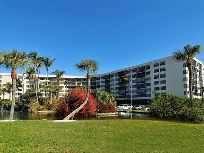 Photo for SIESTA KEY GULF VIEW CONDO WITH EASY ACCESS TO THE WORLD FAMOUS SIESTA KEY,  BEA
