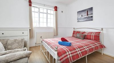 Photo for (BAIW) LOVELY 8 - 10 SLEEPER HOUSE IN LONDON ZONE 2