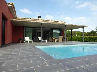 Photo for Contemporary villa with pool in golf Emporda 2 km from the beach