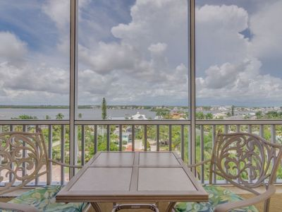 Photo for Bay View Efficiency on Fort Myers Beach/Estero Island- Unit 704