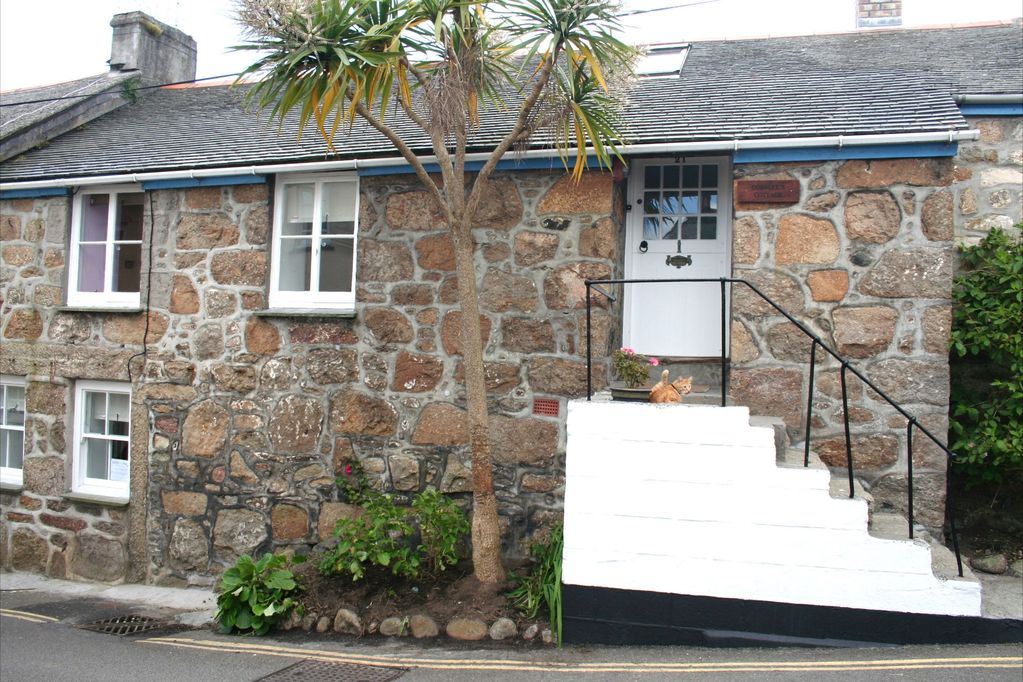 beautifully restored grade ii character cottage in mousehole cornwall rh homeaway co uk