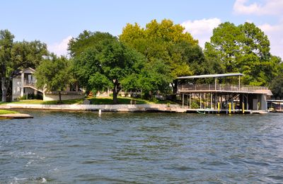 """Fantastic """"L"""" shaped house - perfect family layout, deck, boat dock & swim area"""