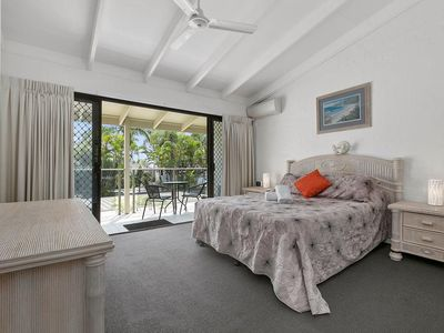 Photo for Large self-contained villa on Noosa Sound