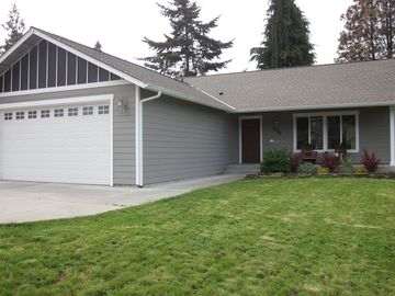 Summer & Holiday Listing Listing in the Heart of the Olympic Peninsula!