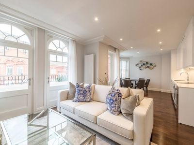 Photo for Light and Airy, Central Three Bed Flat