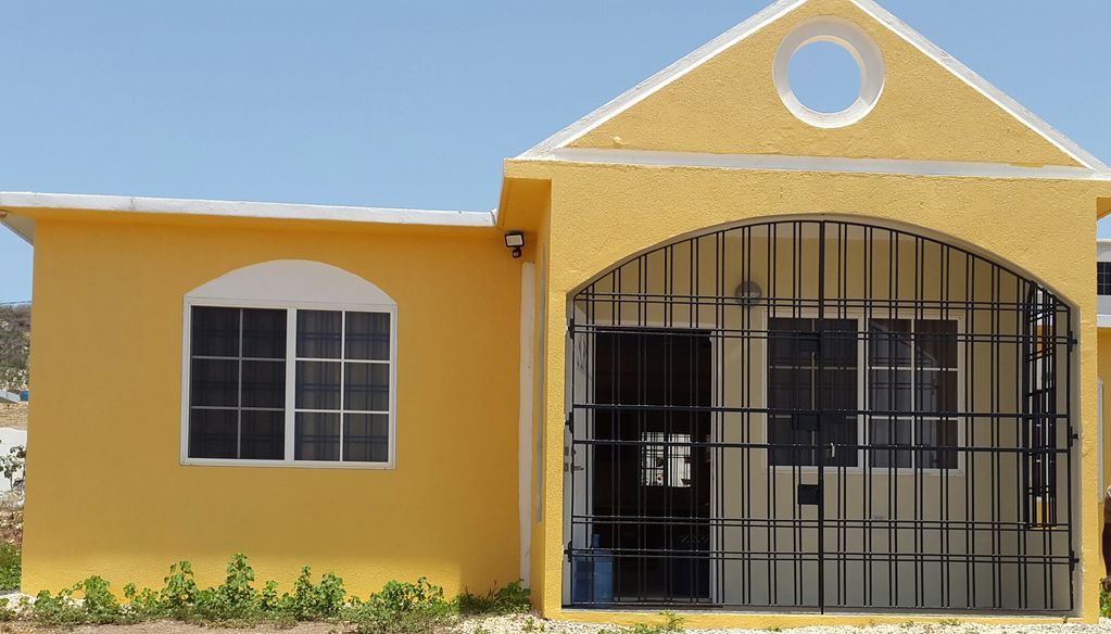 Cozy Two Bedroom House Located 5 Minutes Away From The Beach In Portmore Portmore Portmore