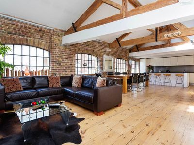 Photo for Stunning Loft Style Apartment in London Bridge, Sleeps 6 (Veeve)