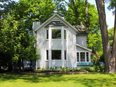 GREAT location – Harbor Springs, In town 4BR w/ Lake views. 10 mins to slopes.