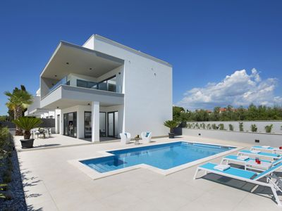 Photo for This 3-bedroom villa for up to 6 guests is located in Fazana and has a private swimming pool, air-co