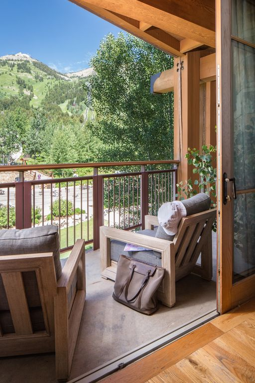 NEWLY REMODELED - Spectacular View of Jackson Mountain, Ski In/Out,  Spa Access