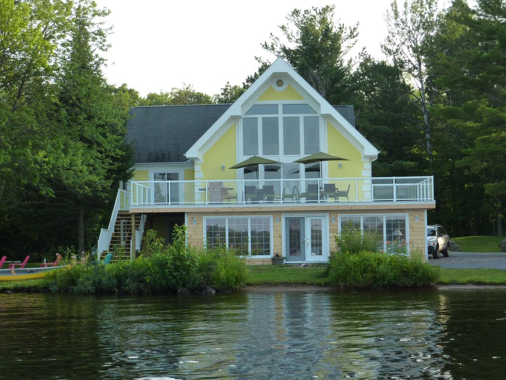 Upscale Executive Cottage On Beautiful Lake Muskoka