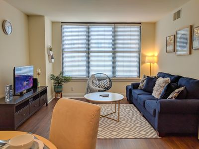 Chic & Spacious 2BD/2BA sleeps 6-7 in DC Prime Location