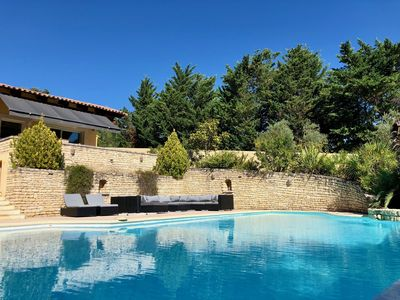 Photo for PLEASANT AND QUIET VILLA AT THE FOOT OF LUBERON, SWIMMING POOL, VIEW ON DURANCE, WIFI