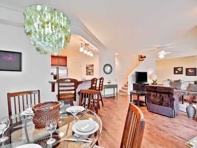 Spacious and Bright, Walk to Beach, Dining & More!