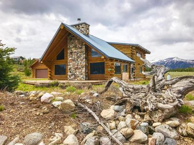 Photo for Spacious Mountain Cabin adjacent to miles of trails, minutes from alpine lakes