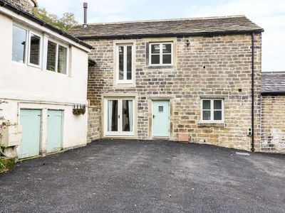 Photo for MORGAN'S BARN, pet friendly, with hot tub in Honley, Ref 976582