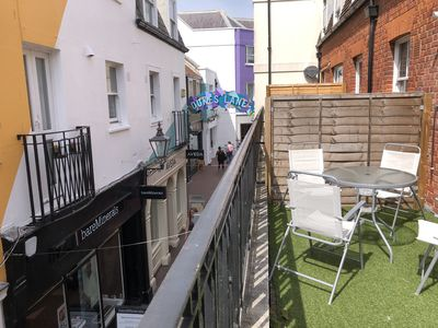 Photo for Birch In The Lanes - a large split level 2 bedroom apart & terrace close to sea