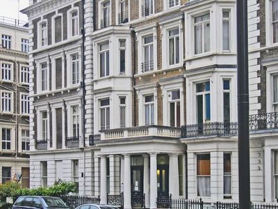 Photo for Hyde Park High End 1 Bedroom Minutes From Tube