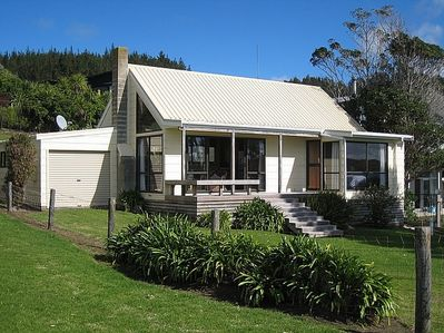 Beachfront Cottage - Opito Bay Holiday Cottage