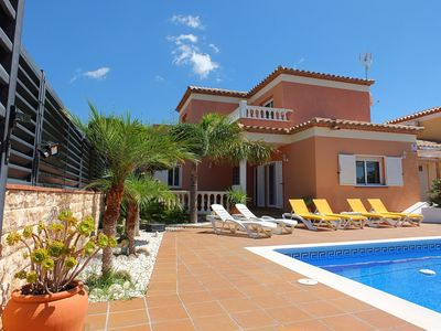 Photo for Luxury fully air-conditioned villa with private pool, close to restaurant, WIFI