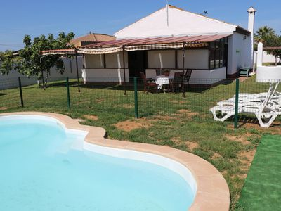 Photo for Charming rural villa with pool and BBQ