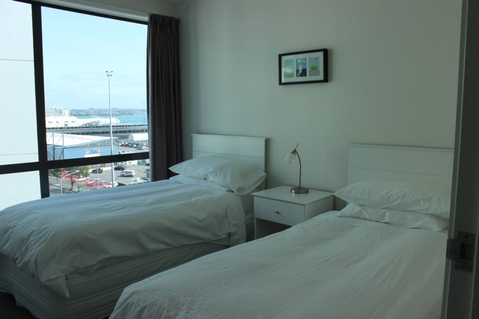 AUCKLAND CITY WATERFRONT 2 BEDROOM APARTMENT